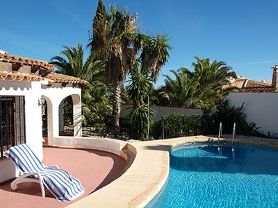 Pool und Terrasse des Hauses
